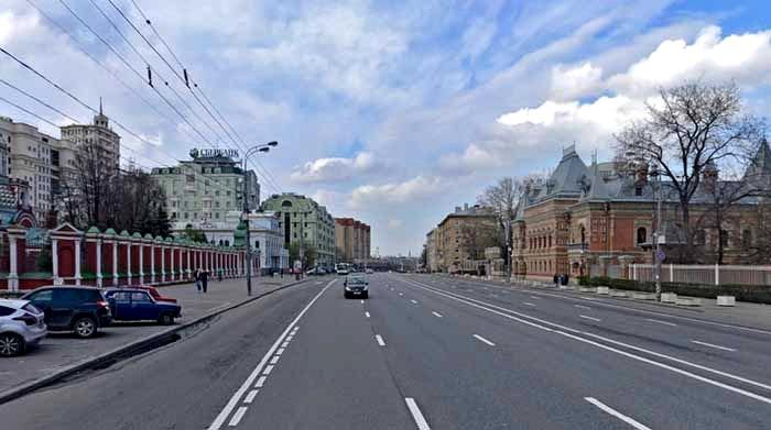 Трудно представить, что у этой улицы название имеет религиозный подтекст. /Фото: mmsk.ru