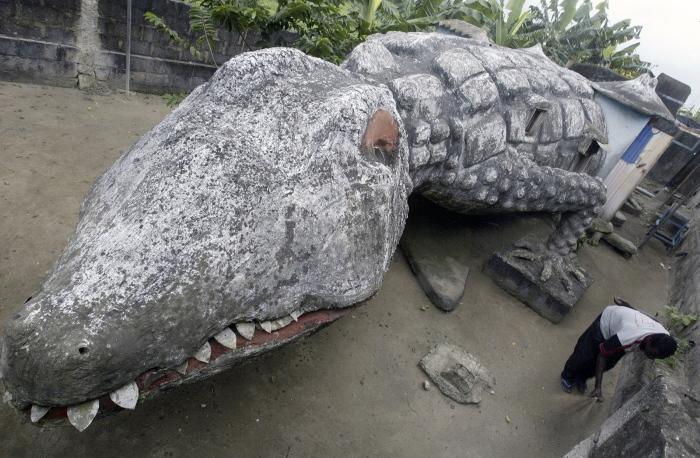 Домик-скульптура в форме крокодила. /Фото: ihodl.com