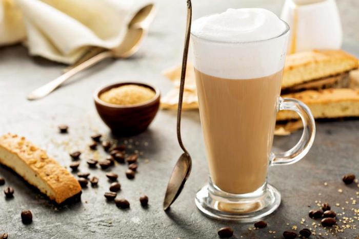 Латте - это, конечно, кофе. Только не везде. /Фото: versal-wood.com