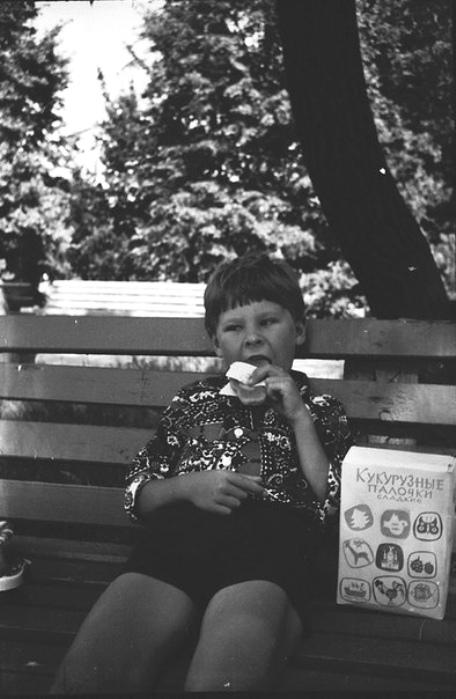 Миллионы советских детишек обожали кукурузные палочки. /Фото: vk.com