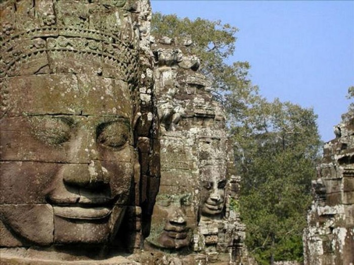 Пугающие лица Ангкора. /Фото: stroy-formula.ru