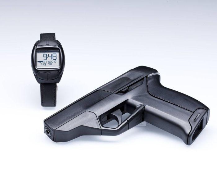 Теперь и для оружия нужен дополнительный гаджет. /Фото: vox.com