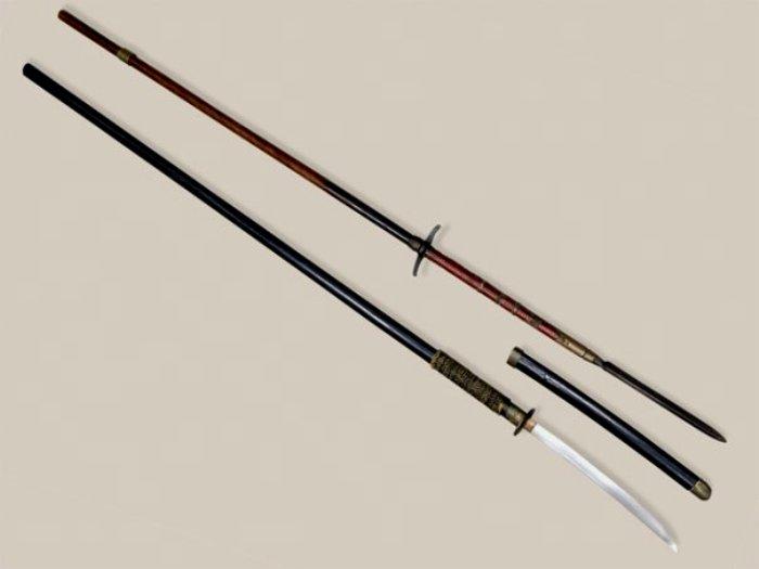 Образцы японского оружия - нагината и яри. /Фото: haralug.ru