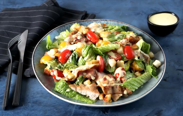 Кто бы мог подумать, что популярнейший салат придумали случайно. /Фото: gastronom.ru
