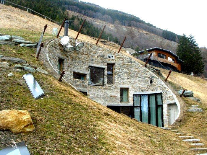 Как бы сегодня не выглядели землянки, принципы строительства остались те же. /Фото: archilovers.com