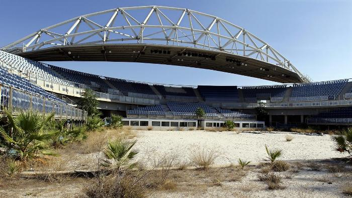 На стадионе теперь вместо спортсменов обитает трава да насекомые. /Фото: newsapi.com.au