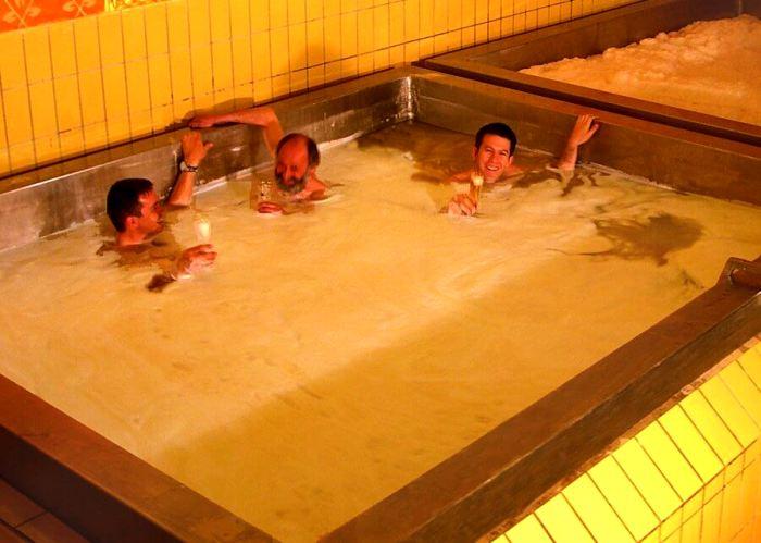 Один из самых оригинальных бассейнов, которые только можно найти. /Фото: travellan.ru