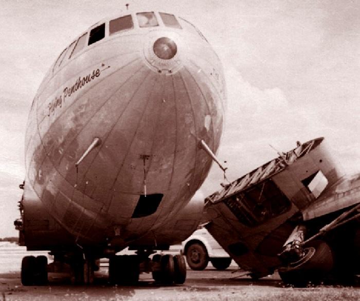 Boeing 307 Stratoliner, поврежденный ураганом. /Фото: popmech.ru