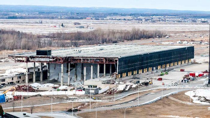 Ненужный аэропорт медленно стирают с лица земли. /Фото: pinterest.pt