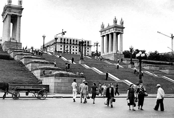 Набережная Сталинграда, восстановленная после войны. /Фото: rossaprimavera.ru