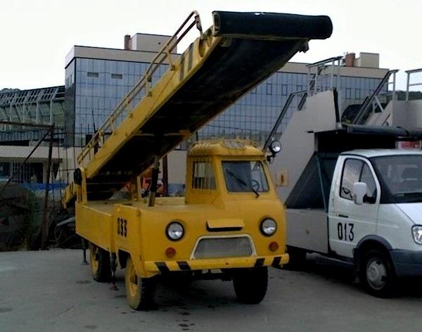 Окошко наверху было поставлено не просто так. /Фото: drive2.ru