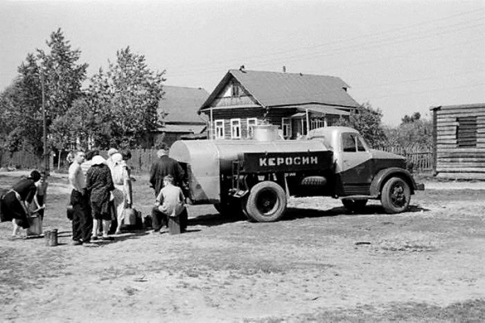 Керосином, оказывается, использовали и для мытья. /Фото: radikal.ru