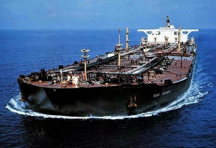 Нефтяной супертанкер, оставивший след в истории. /Фото: fishki.net