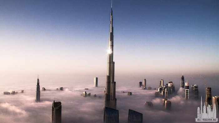 Поразительной красоты и высоты небоскреб высится над облаками. /Фото: all-towers.ru