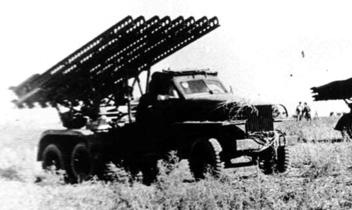 БМ-13 на шасси Studebaker US6 на поле боя. /Фото: dishmodels.ru