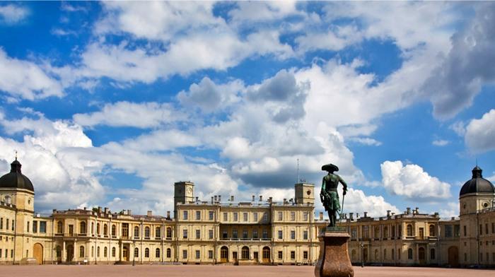Большой Гатчинский дворец - еще одна резиденция российских правителей. /Фото: hotel-gh.com