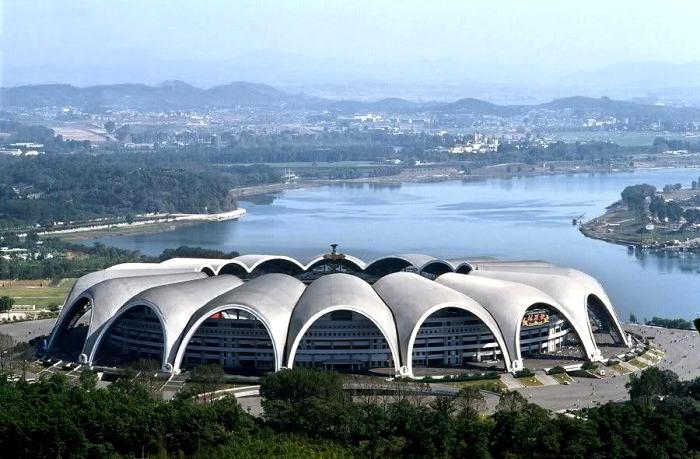 Грандиозный стадион северокорейского производства. /Фото: reddit.com