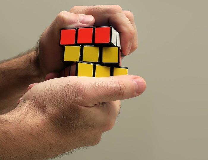 Пожалуй, и времени всей жизни не хватит, чтобы собрать кубик во всех известных вариациях. /Фото: gordonua.com