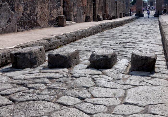 Кажется, римлянам приходилось учиться метко прыгать и метко управлять повозками. /Фото: infourok.ru