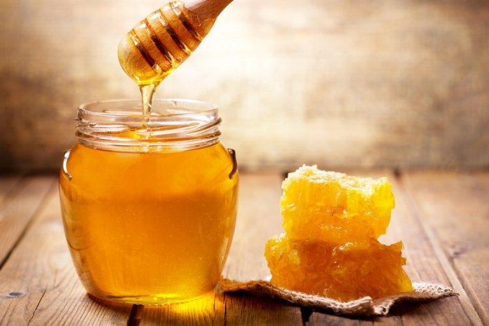 Производители меда грешат добавлением крахмала. /Фото: rg.ru