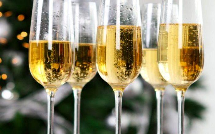 А в рекламе шампанского обычно шампанского вообще нет. /Фото: subscribe.ru