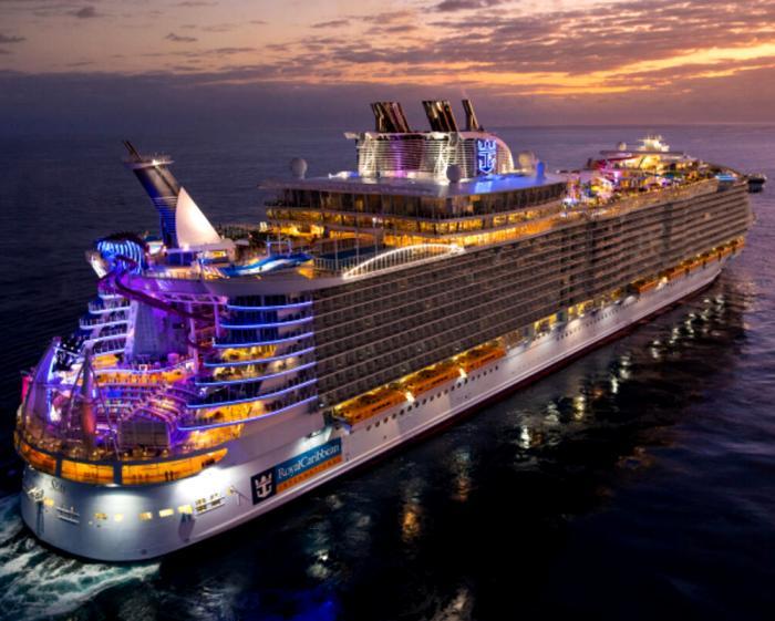 Настоящий плавучий остров развлечений. /Фото: cruisecritic.com