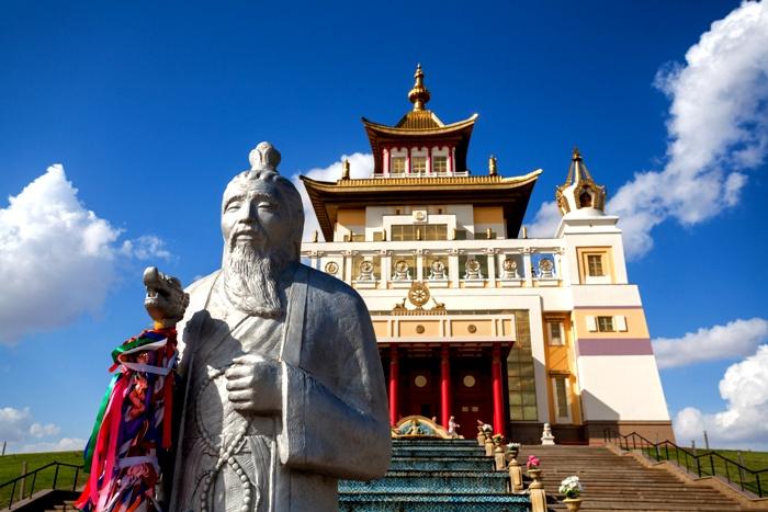 Кусочек Тибета на просторах Калмыкии. /Фото: rgo.ru