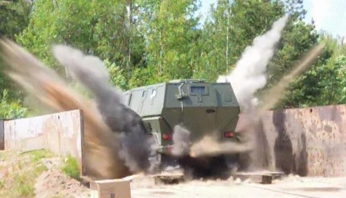 Один из броневиков во время испытаний.  /Фото: topwar.ru