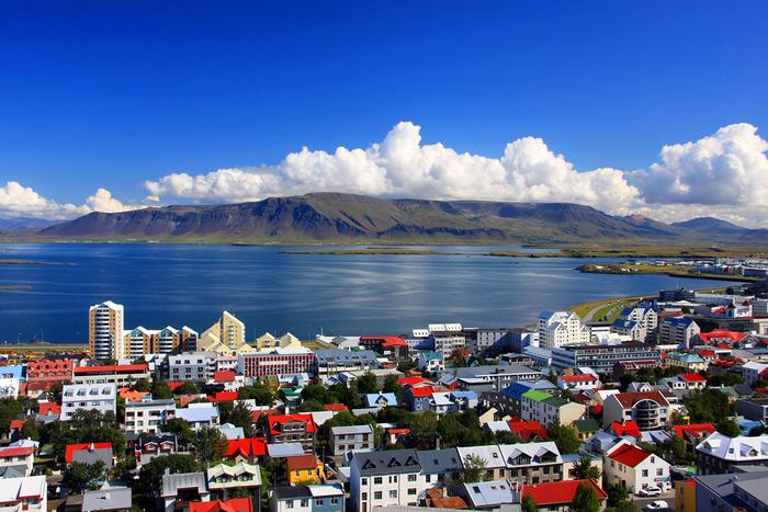 Яркие краски посреди исландских пейзажей. /Фото: triplook.me