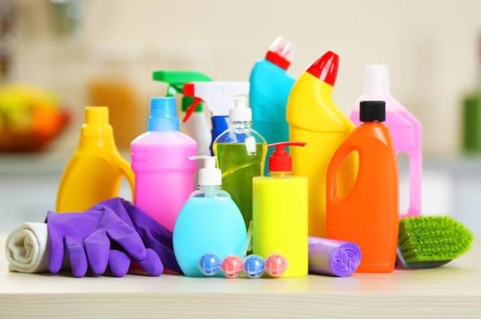 Чистящие средства ускорят уборку ванной и кухни. /Фото: aif.ru