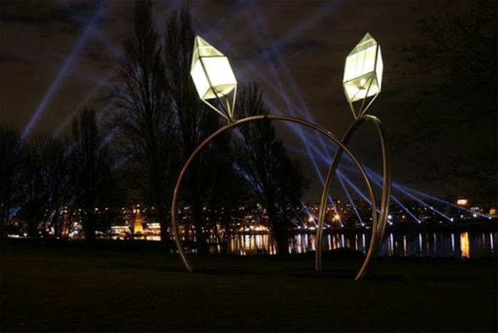 Скульптура, напоминающая об одном из самых трогательных эпизодов в жизни каждого. /Фото: esosedi.org