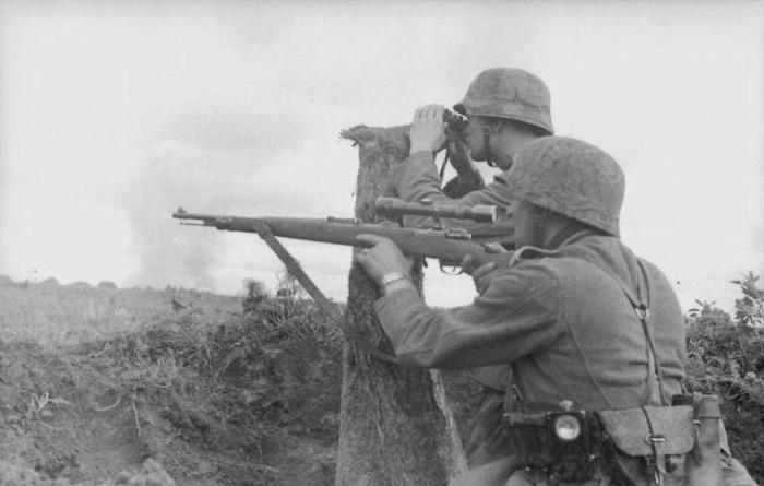 Солдаты Третьего рейха с винтовкой Mauser 98k. /Фото: pinterest.com