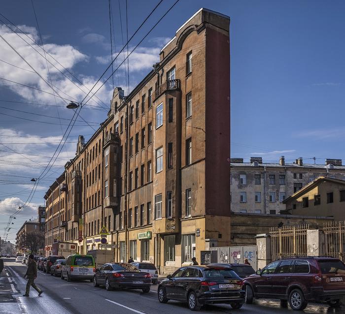 В Санкт-Петербурге плоский дом не один. /Фото: livejournal.com