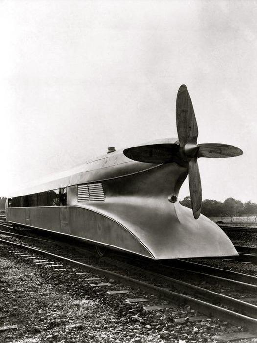 Немецкий поезд с оригинальным дизайном и названием. /Фото: livejournal.com