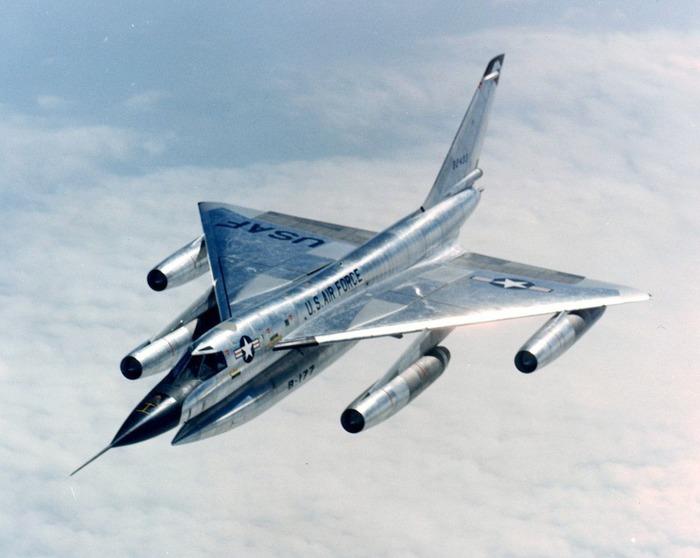 Известный американский самолёт, который пробыл на вооружении недолго. /Фото: stringfixer.com