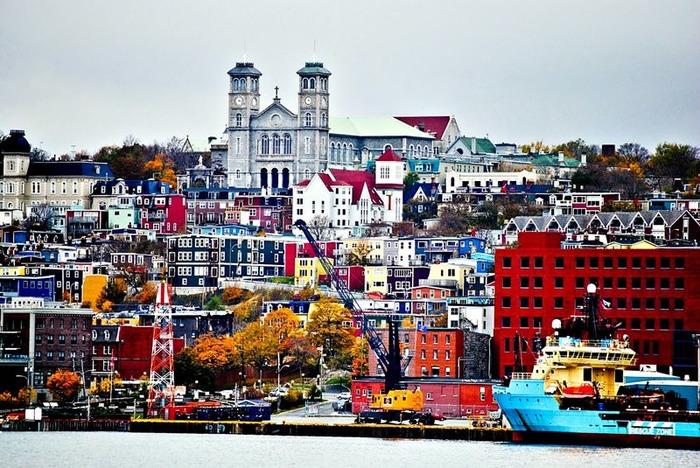 Канадские пейзажи тоже могут быть яркими. /Фото: orangesmile.com