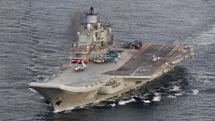 Пока что в России только один авианосец - «Адмирал Кузнецов». /Фото: gazeta.ru