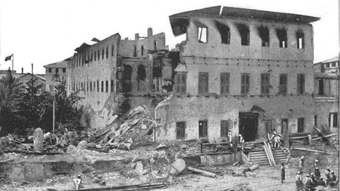 Вид на султанский дворец Занзибара после окончания войны. /Фото: alhurra.com