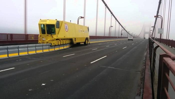 Дорожная застёжка-молния во время работы на мосту Золотые ворота.  /Фото: pinterest.com