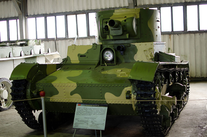 Советский лёгкий огнеметный танк модели ОТ-130. /Фото: war-book.ru
