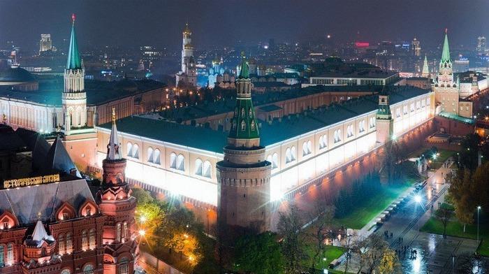 Каждая башня Кремля - со своей историей. /Фото: architectureguru.ru