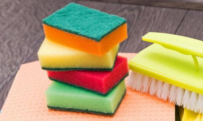 Для каждой поверхности - свой чистящий инструмент. /Фото: rambler.ru