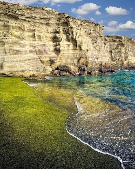 Оказывается, на Гавайях сразу два цветных пляжа. /Фото: iowagirleats.com