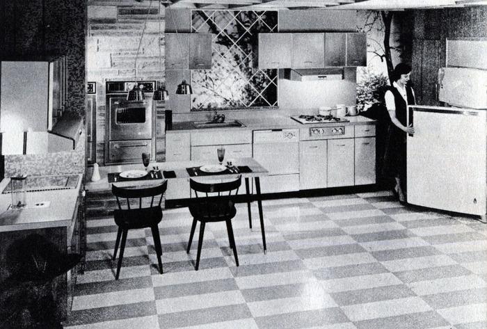 Просторные кухни были огромной редкостью в СССР. /Фото: rt.com