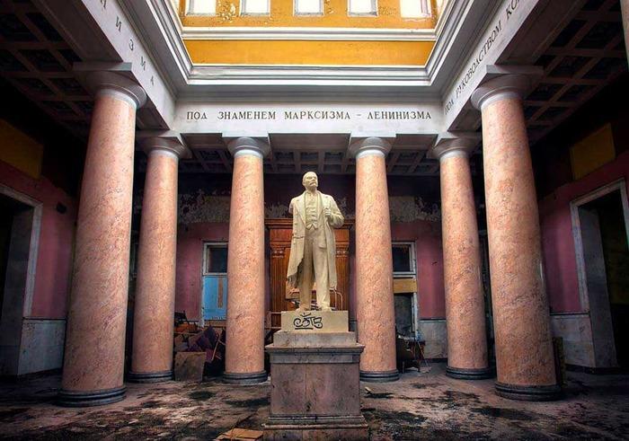 Сегодня Ленин остался уже без головы. /Фото: vgudok.com