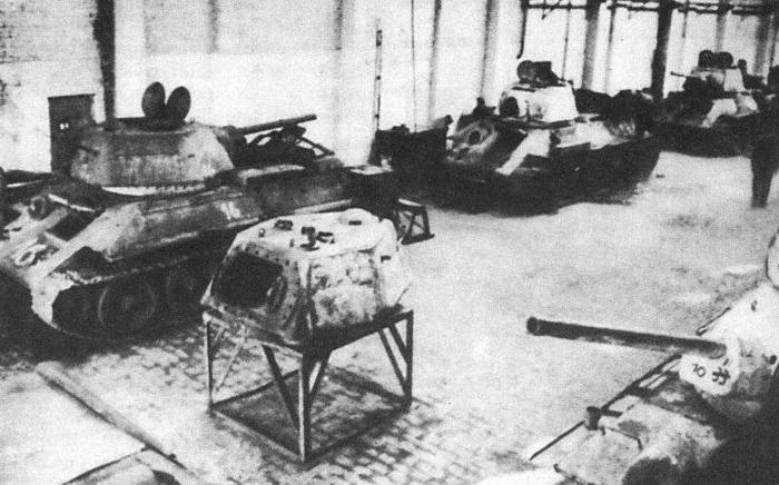 Трофейные танки Т-34 во время ремонта в Харькове, весна 1943 года. /Фото: topwar.ru