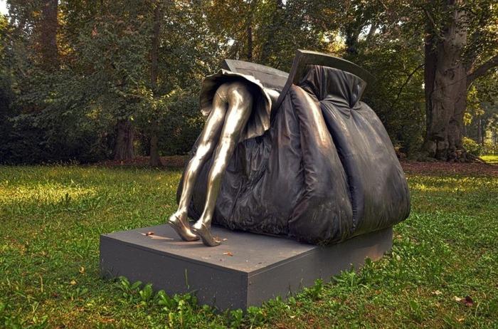 Порой кажется, что в женской сумочке действительно можно потеряться. /Фото: divoworld.ru