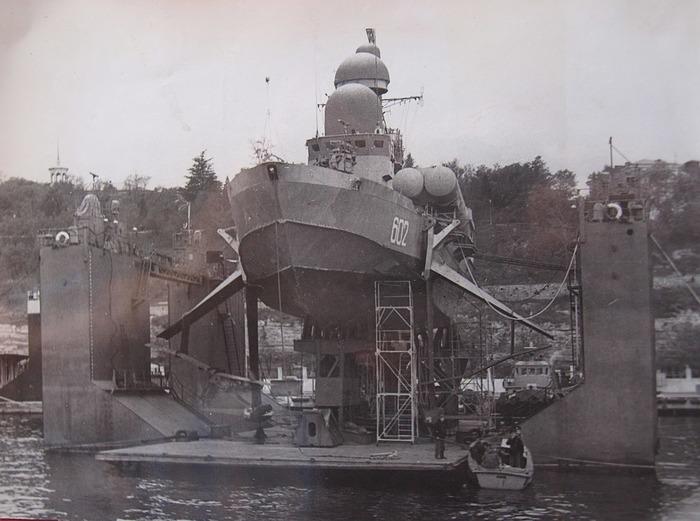 Ракетный корабль в плавдоке Южной бухты Севастополя. /Фото: wikiрedia.org
