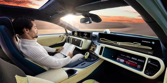 Скоро водитель сможет управлять машиной без рук. /Фото: rbk.ru