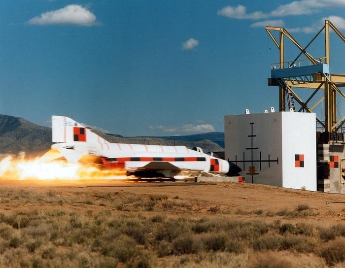 На испытаниях тормозов на самолётах есть что посмотреть. /Фото: YouTube.com